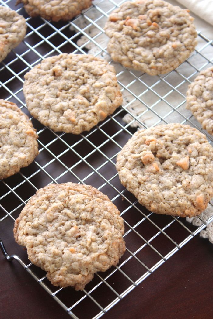 Toasted Coconut Oatmeal Scotchies