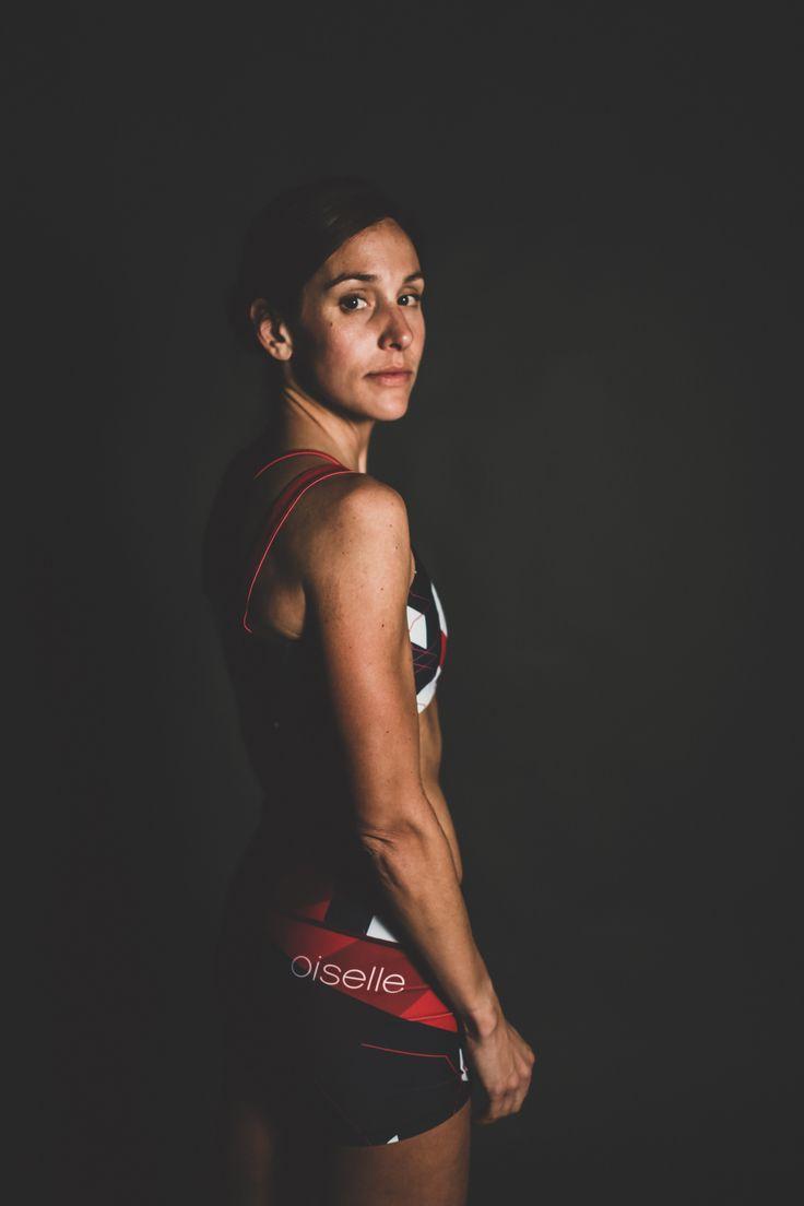 Kara Goucher debuts the 2016 Oiselle elite competition kit.