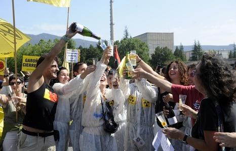 Marcha festiva para exigir el cierre definitivo de la central de Garoña