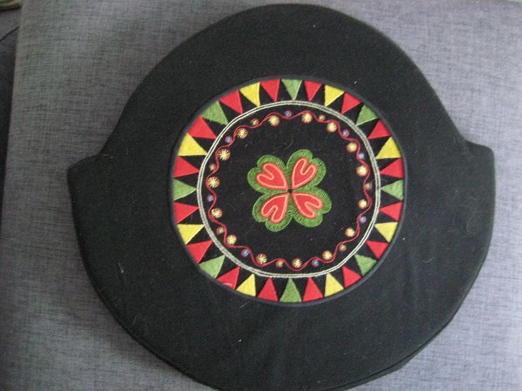 Yllebroderad sittdyna (seat cushion wool embroidery)