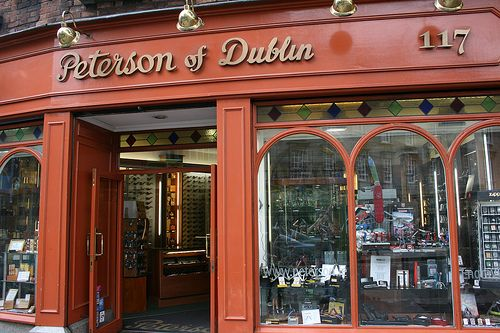 peterson's pipe shop on grafton street, dublin, ireland