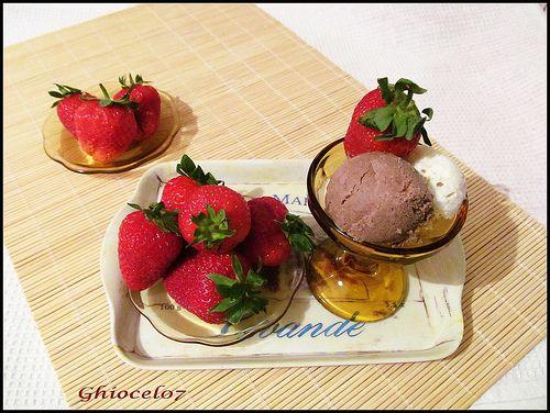 Înghețată cu frișcă și ciocolată