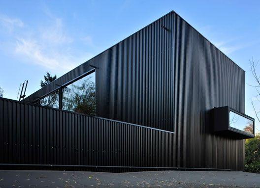 Ampliación Casa Klotz  Producto: Revestimientos Interiores de Muro   Quadrolines 15x10, Paneles Screen   Quadrolines 30x15 Perforado  Programa: Casa