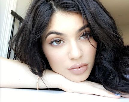Kylie Jenner Wearing Coloured Contact Lenses