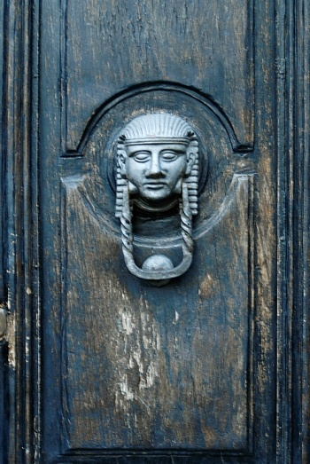 Egyptian head door knocker: Photo by Izzy Ramsay