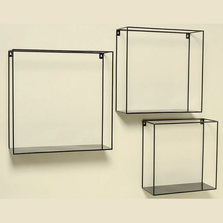 Practice si cu un design inedit, setul de 3 rafturi metalice se pot incadra atat in biroul dumneavoastra, in magazinul de prezentare cat si in livingul propriului camin. Rafturile sunt realizate din metal, au culoarea neagra iar ca si dimensiuni acestea sunt 35x15x35 cm, 40x15x40 cm si 45x15x40 cm.