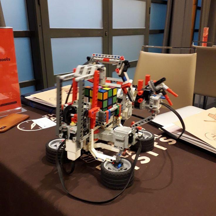 Tabere de IT si robotica