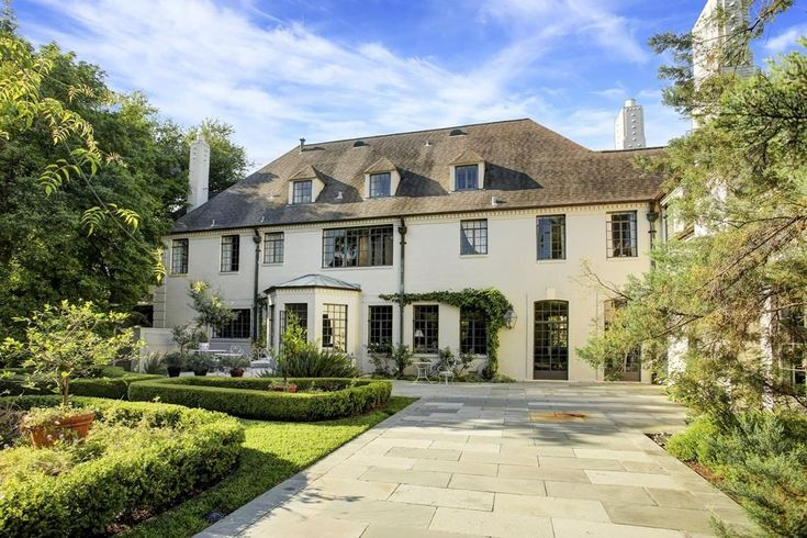Last year I wrote a story HERE  about a house for sale in River Oaks, Houston's toniest neighborhood. The house, an original to the are...