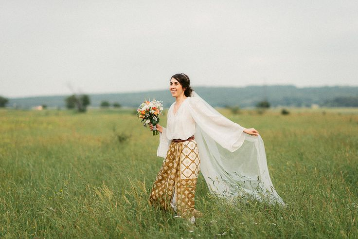 Andreea-Cezar-traditional romanian wedding_land of white deer (96)