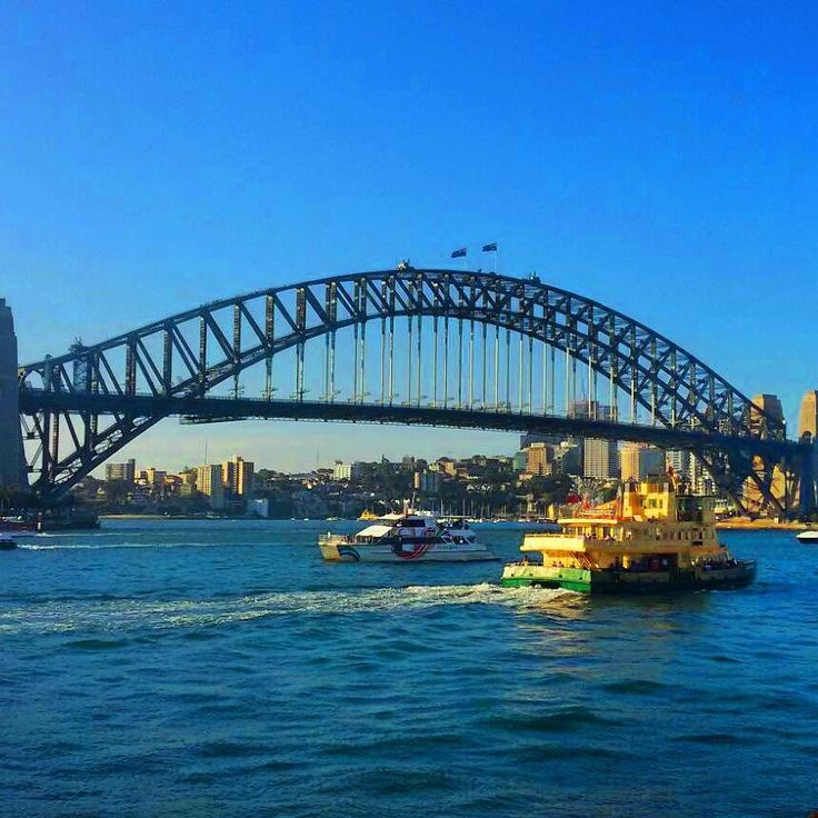 Destino inédito aqui no Livre da Rotina Austrália!!   Essa é a Sydney Harbour Bridge  ponte de aço construída a mais de 80 anos atrás que liga o centro financeiro de Sydney com a área residencial.   Linda a ponte é um dos pontos mais famosos da Austrália!    Curiosidade: essa vai para os mais corajosos. Existe um passeio para quem quer escalar a ponte! Imagina ver Sydney lá do alto!?!   by livredarotina http://ift.tt/1NRMbNv
