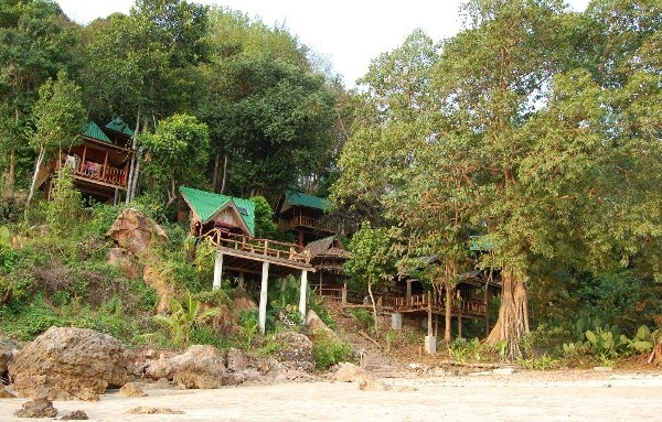 Ko Jum private beach & bungalow on a small island and affordable!