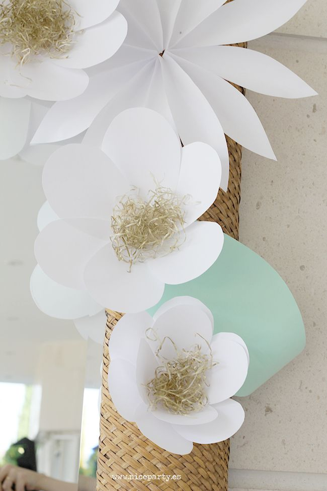 Nice party decoraci n con flores de papel erika 39 s party - Decorar con papel ...