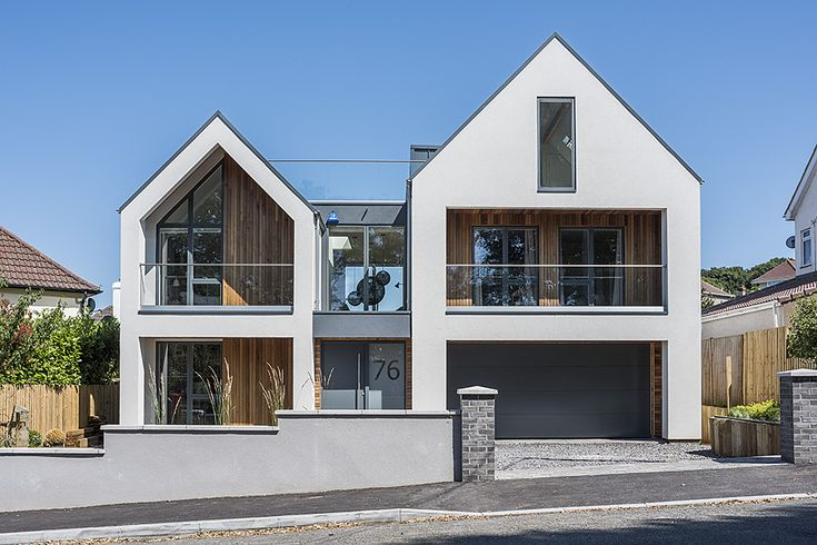 At Antony and Hayley Wild's ambitious self-build project, in Clevedon, North Somerset, VELFAC glazing has delivered contemporary design and unexpected architectural versatility, while also proving 'very, very cost effective'.