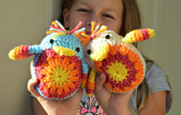 Crochet Chick free pattern  ~ Link correct and pattern is FREE when I checked on 24th March 2015