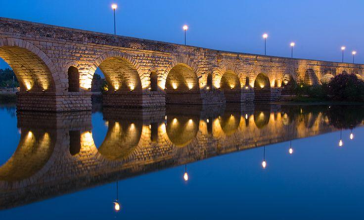 Hispania Romana (Roman Spain) - PUENTE DE MÉRIDA, Extremadura. Puente romano, considerado el más largo de la antigüedad, que cruza el río Guadiana. Construido en tiempos de Trajano (98 - 117 d.C.) Longitud 790M
