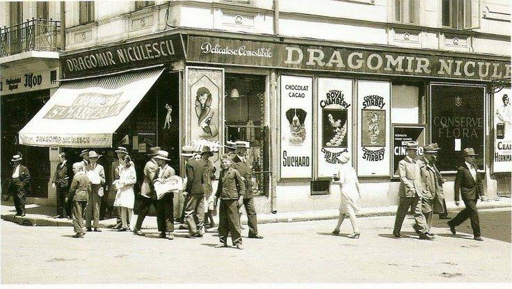 Pe Calea Victoriei,la intersecția cu strada Regală (azi Ion Câmpineanu, fostă Aristide Briand și 13 Decembrie),anii 30