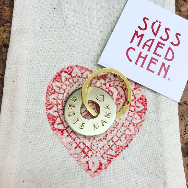 Happy Mother's Day 💕🎉 Dein Wunschtext handgestempelt auf einem Messinganhänger // your text hand stamped on a solid brass chain