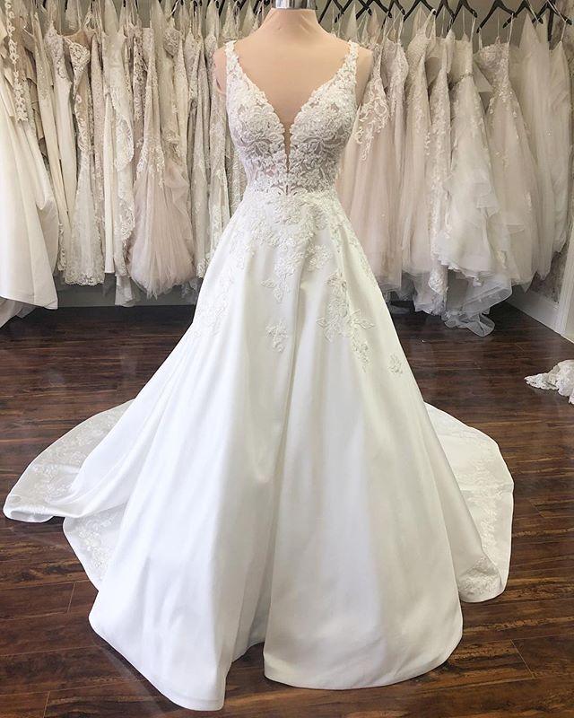 The Wedding Studio Indianapolis Indiana Martina Liana Wedding Dress With Images Martina Liana Wedding Dress Wedding Dresses Southern Wedding Dresses