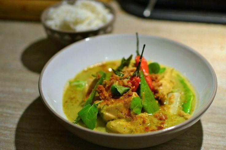 Si vous voulez une vraie recette authentique et savoureuse pour votre poulet au curry vert thaï, vous avez frappé à la bonne porte. C'est ici.