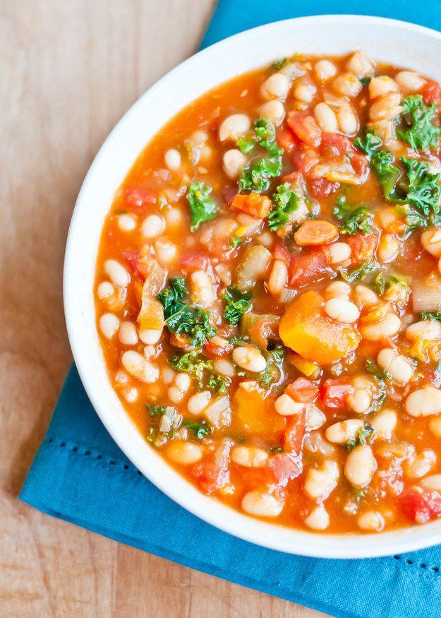 Herzhafte Gemüsesuppe mit weißen Bohnen