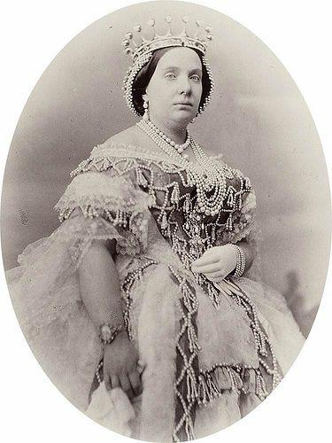 De la magnífica colección de joyas que llegó a tener Isabel II son muy pocas las piezas que se  conservan en la actualidad y que pueden atribuirse con toda seguridad a su pertenencia.