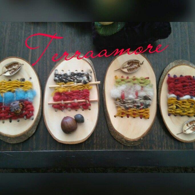 Telares decorativos pequeños con maderas mańio y con lanas de ovejas