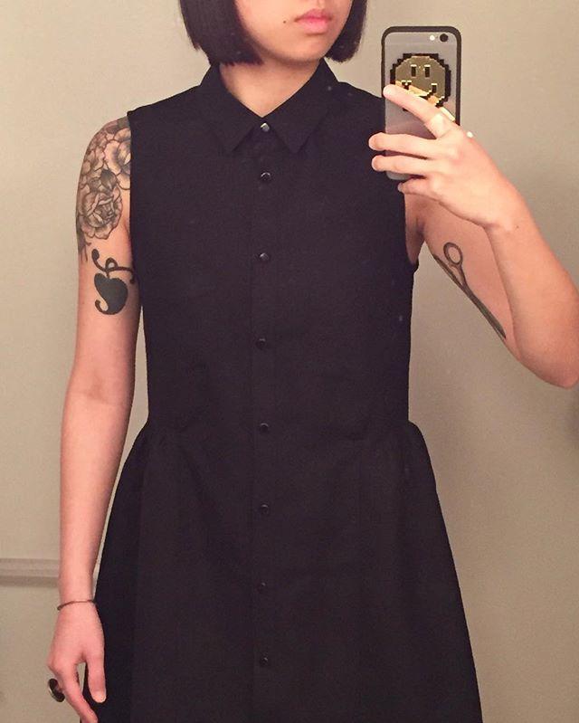 #grainlinestudio #aldershirtdress in black linen proudly featuring 10 whole 4-step button holes ⚫️⚫️⚫️⚫️⚫️⚫️⚫️⚫️⚫️⚫️ #handmade #linen #slowfashion @grainlinestudio #bananneappealslowfashion,linen,handmade,bananneappeal,aldershirtdress,grainlinestudiofiische