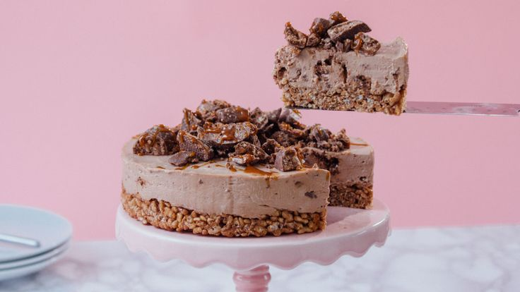 Recipe with video instructions: Update your cheesecake recipe in the crispiest way imaginable Ingredients: Base:, 150g Mars Bars, cut into small chunks, 90g unsalted butter, 100-150 grams Rice Krispies, Filling:, 200g milk chocolate, I use Cadburys, 400g cream cheese, 25g caster sugar, 2 Tbsp boiling water, 60ml double cream, 80 grams Toffee Crisp, small chunks, To decorate:, caramel sauce, Toffee Crisp