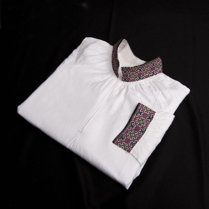 Skjorte brodert med smøyg-søm til Øst-Telemark herrebunad