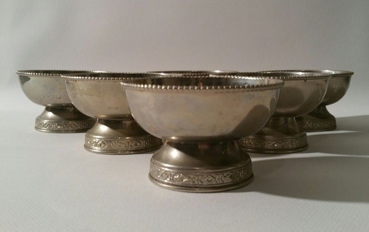 Six (6) Silver Plated Small Bowls H : 2.3 in. - 6 cm. Diam : 4 in. - 10 cm.