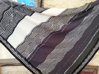 Labyrinthus Shawl is a shawl in the shape of a right angle isosceles triangle of approximately 100 x 200 cm (altitude x hypotenuse).