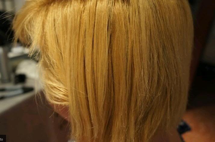 Rubio amarillento decoloración incompleta mal hecha