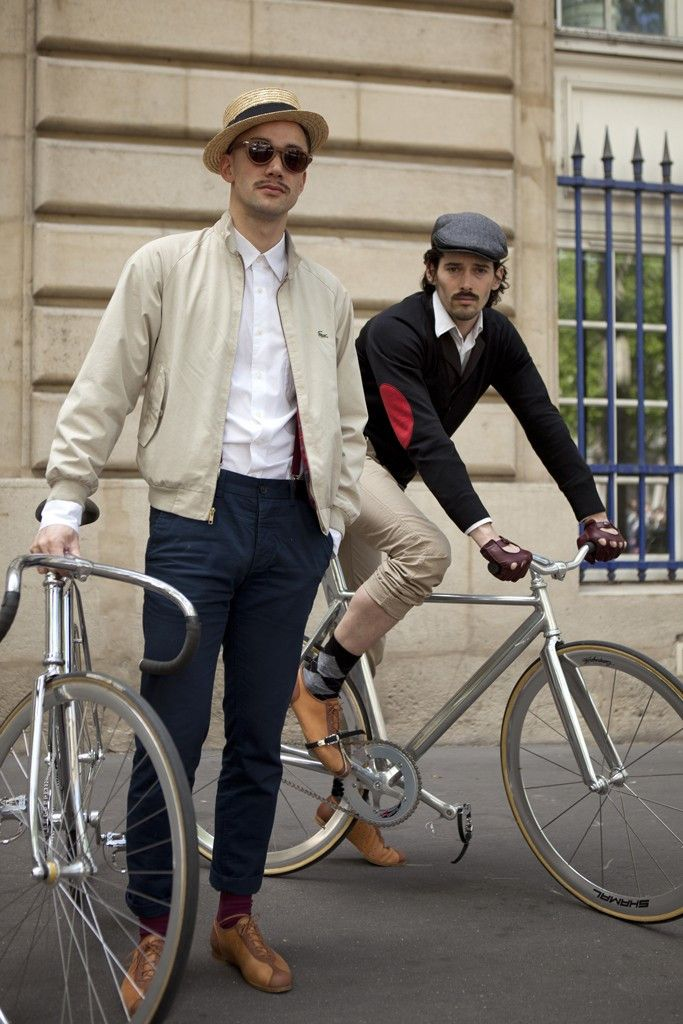 They Are Wearing Beret Baguette Ride Paris Bicycle Chic Cycle