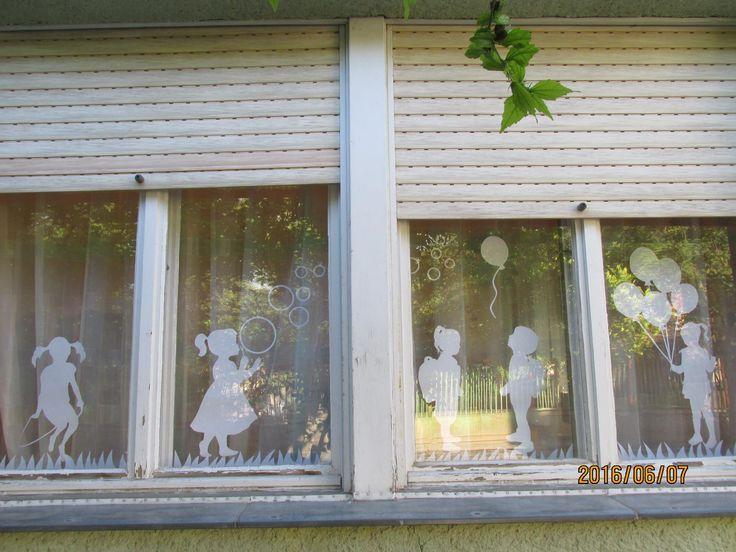 Kati B. Molnár: Nagyon tetszik mostanság a sziluett dekoráció, elküldöm a sablonokat is.