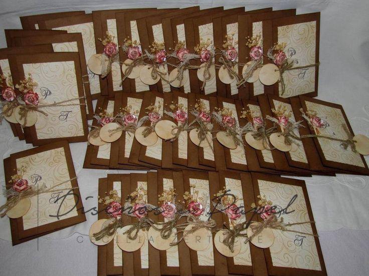 Invitaciones de boda hechas a mano, estilo folder vintage, las flores son hechas a mano también coordinadas con la decoración de la boda.