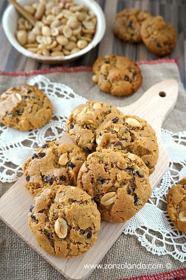 Flourless peanut butter cookies - Biscotti con burro di arachidi e cioccolato | From Zonzolando.com