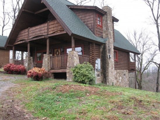 1 Bedroom Cabin Rental in Sevierville, Tennessee, USA - Great for Couples--Super Convenient Location!