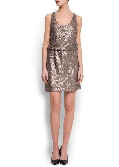 Dekoratif pullu ve dalgalı modelli askılı elbise. Beli lastikli, sırtı açık ve içi astarlı  #elbise #mango #geceelbisesi #kısaelbise #moda #yaz #koleksiyon #abiye #abiyeelbise