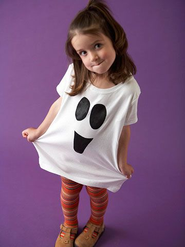 Ghost shirt, easy.Halloween Decorations, Decor Crafts, Halloween Costumes, Ghosts Shirts, Painting Ghosts, Halloween Crafts, Easy Painting, T Shirts, Easy Halloween