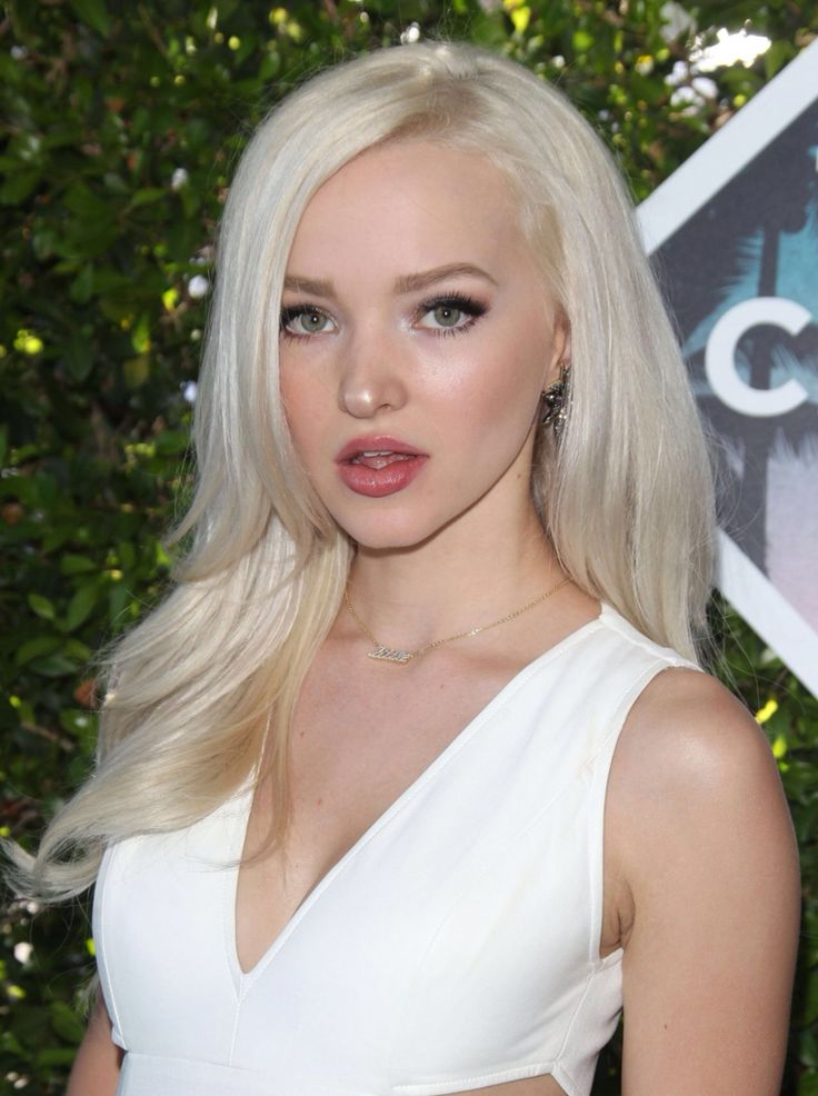 Dove Cameron // Teen Choice Awards 2016
