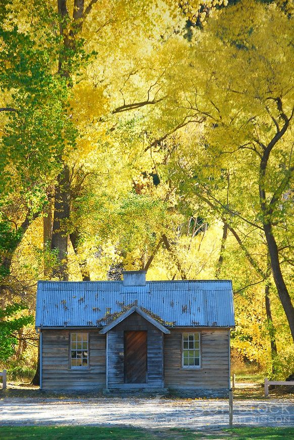 Autumn colour at the historic Arrowtown police house near Queenstown.