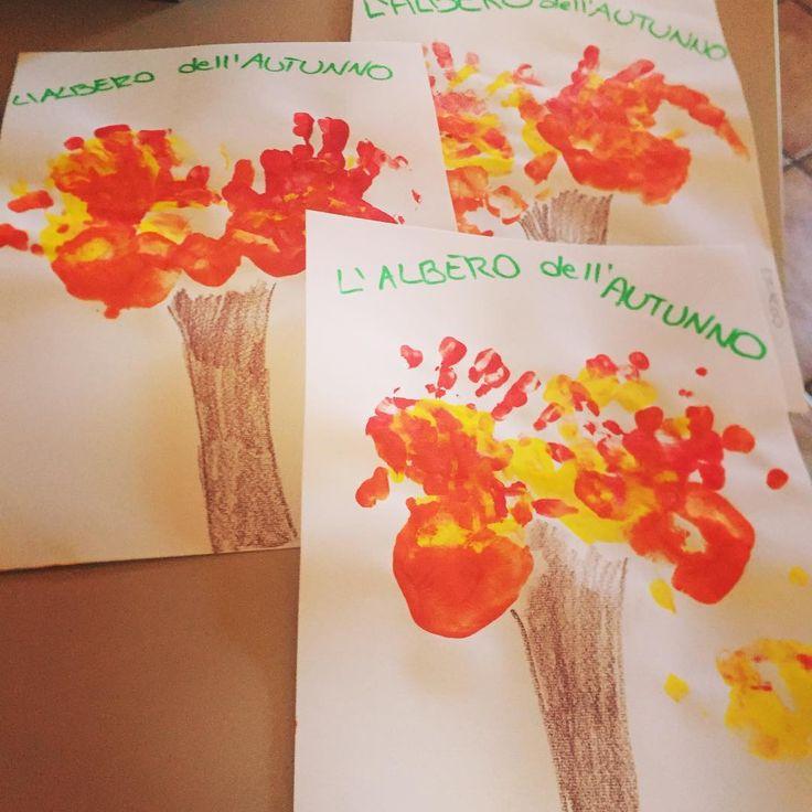 Le mie manine assumono diverse forme: messe vicine e colorate di rosso, giallo e arancio, diventano la chioma di un albero d'autunno 🌳🍂🍁🍂🍃🍃✋🏽🖐🏽✋🏽🖐🏽✋🏽 #autunno #marene #lavitaacolori #cosepercrescere #maninefelici #divertimento #creatività