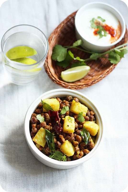 Aloo-Kala Chana Chaat (Warm black chickpeas and potato salad with ...
