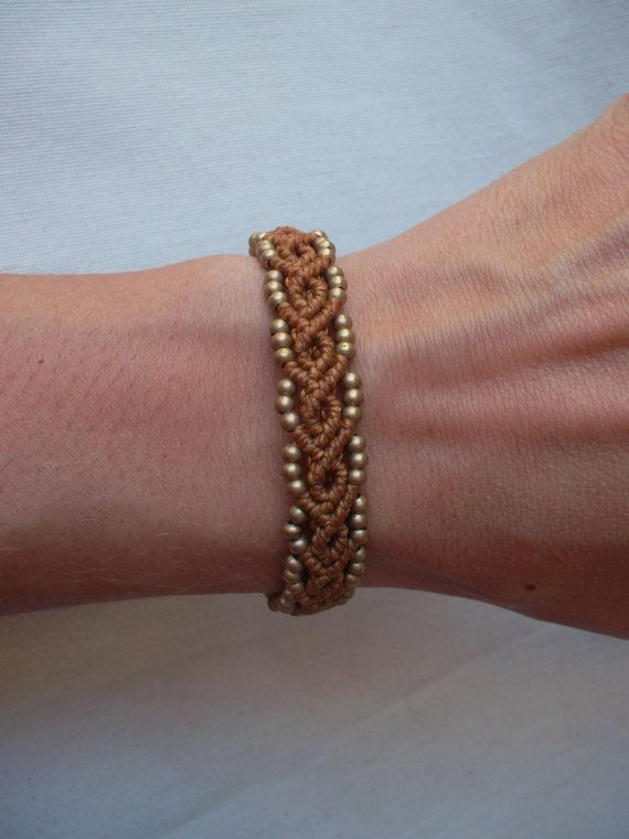 Macrame bracelet made whit resistant waxed thread & brass