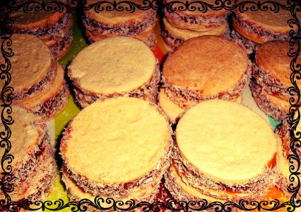 Alfajores de Maicena rellenos con Manjar. a $250 c/u. Mínimo 4 unidades.