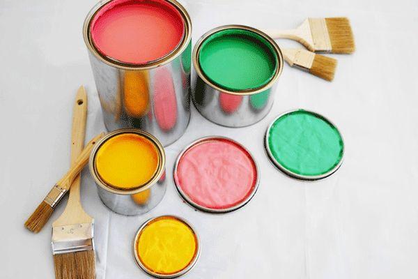 Amanti del fai da te? Ecco qualche consiglio utile sugli strumenti da utilizzare per tinteggiare le pareti di casa.