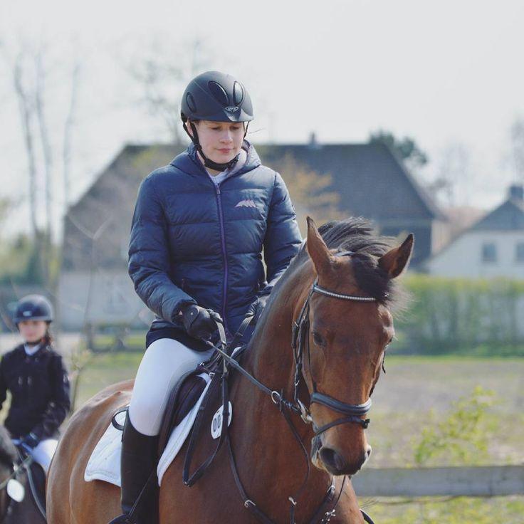 #fotografie #photography #horses #pferde #güderott #springreiten #showjumping #turnier #competition #dressage #dressur #pony #hvpolo #eskadron #sunset #nature #outdoors #fun #summer #equestrian #jumping #springen #micklem #uvex #samshield #focused #galopp http://tipsrazzi.com/ipost/1506829543855168060/?code=BTpVXySjRo8