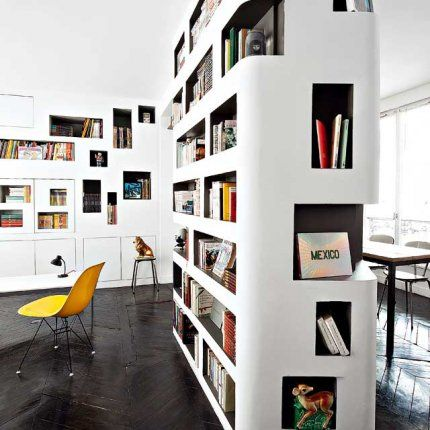 Une bibliothèque entièrement faite de niches... Une conception sur mesure pour un résultat unique :)