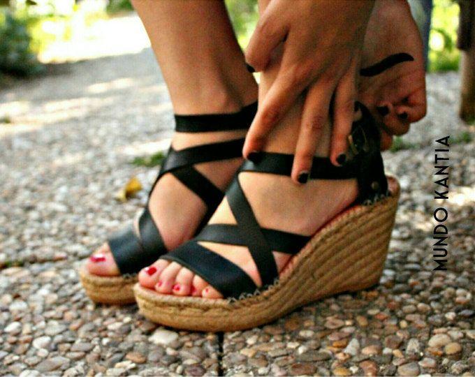 Espadrilles de cuña alta_10cm de tiras anchas cruzadas ajustables .Alpargata de yute natural.High wedge heel.Espadrille wedge.