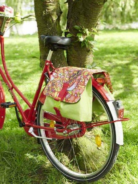 So einfach machen Sie ihr Fahrrad noch schöner: Hier gibt es die Bastel-Anleitung für neues Fahrrad-Zubehör. Fahrradhalterung, Gepäcktasche und Fahrradkorb.